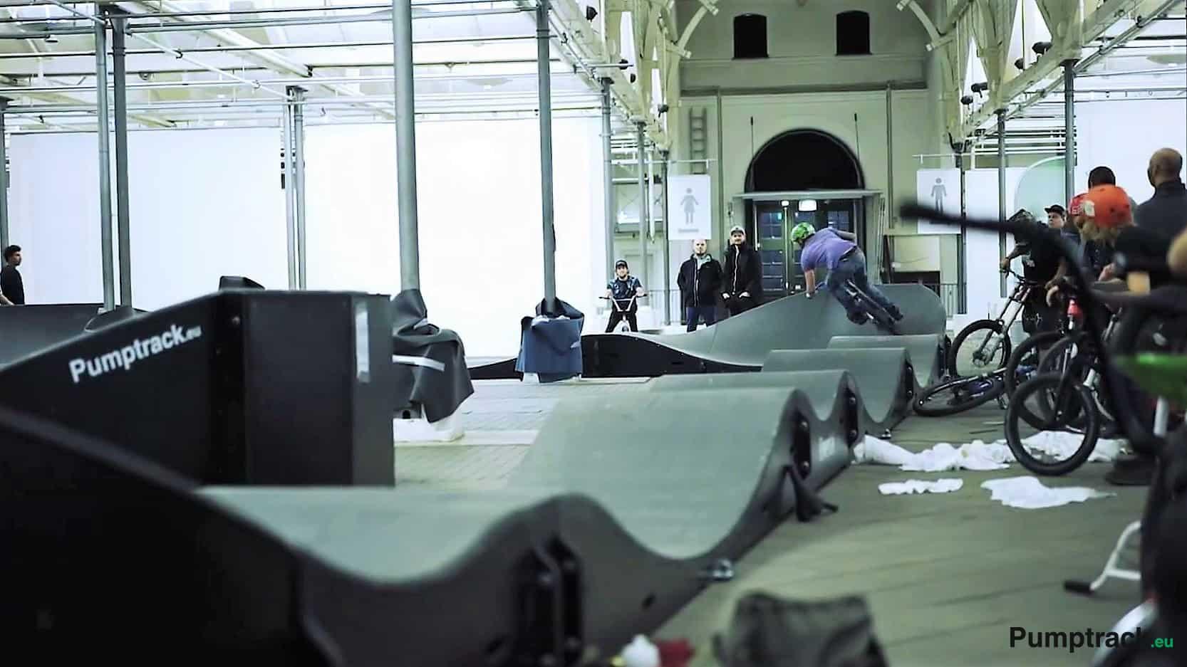 pumptrack, skatepark, indoor, en salle
